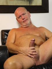 Old daddie Kurt Shaw jacking off his cock