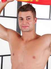 Handsome Randy is 26 years old and lives in Brno. As his hunky physique shows - he's a regular ...